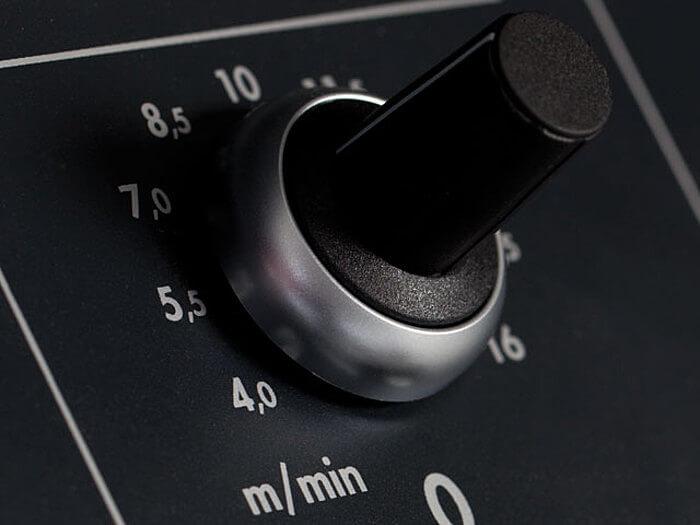 Individuelle Vorschubgeschwindigkeit Abricht Dickenhobelmaschine Felder.jpg