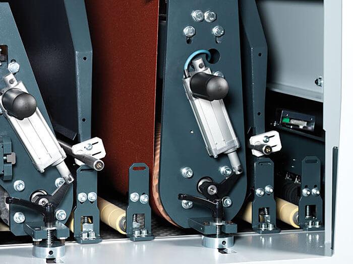 Kontaktwalzenaggregat Format 4 Breitbandschleifmaschine finish 1350 classic www.miller maschinen.de felder.jpg