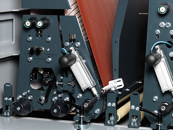 Super finish Aggregat Breitbandschleifmaschine finish 1350 classic Format 4 www.miller maschinen.de.jpg
