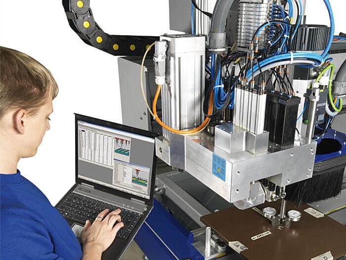 Wartung profit H500 Format 4 CNC Bearbeitungszentrum www.miller maschinen.de Felder.jpg