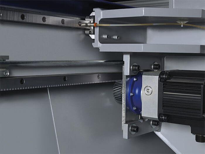 X Achse Format 4 CNC Bearbeitungszentrum profit H500 www.miller maschinen.de Felder.jpg