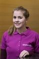 Julia König hält den Onlineshop der Firma Miller in Aichstetten, mima.de, auf dem Laufenden und nimmt telefonische Bestellungen an.